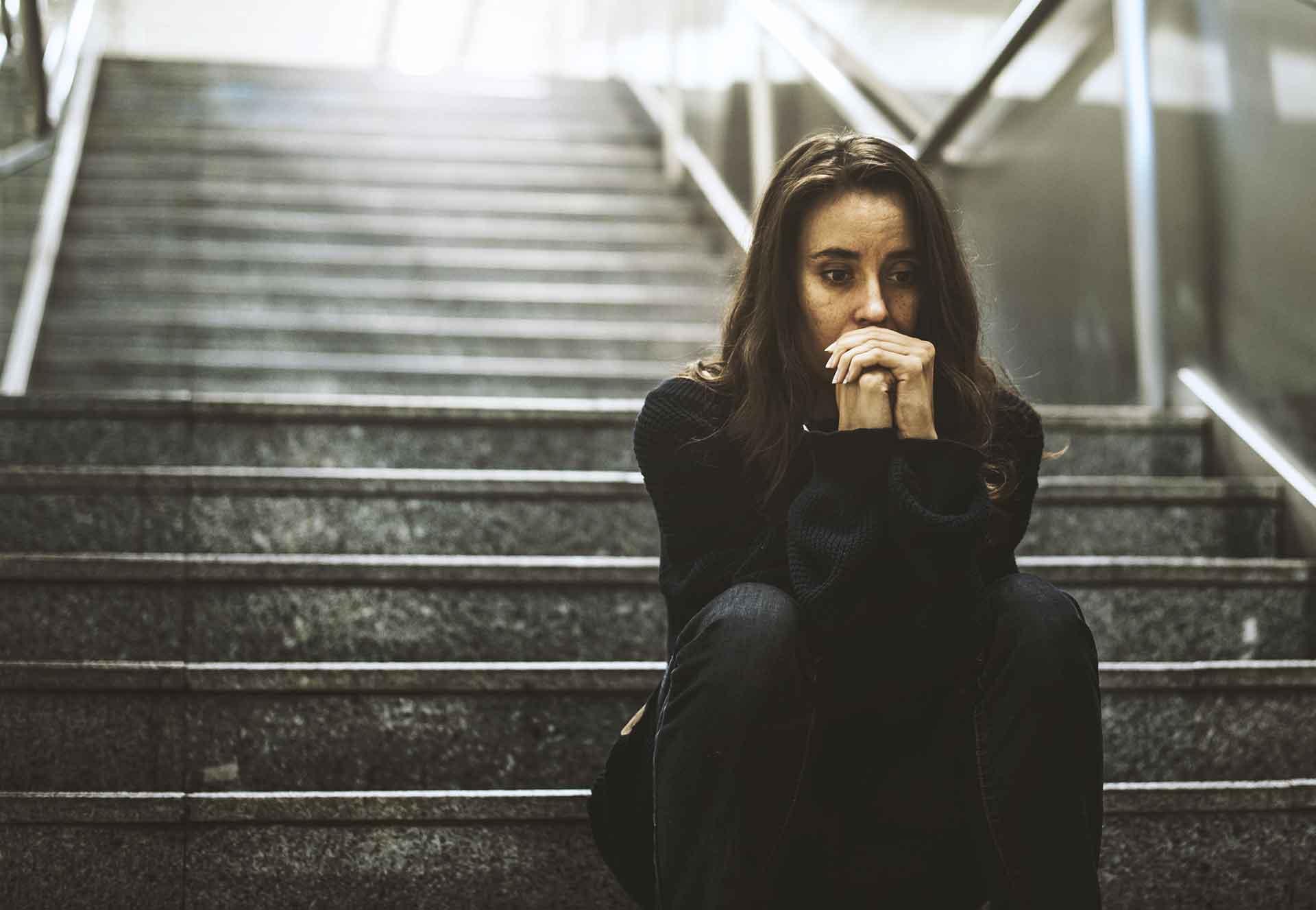 Kvinne som uttrykker bekymring