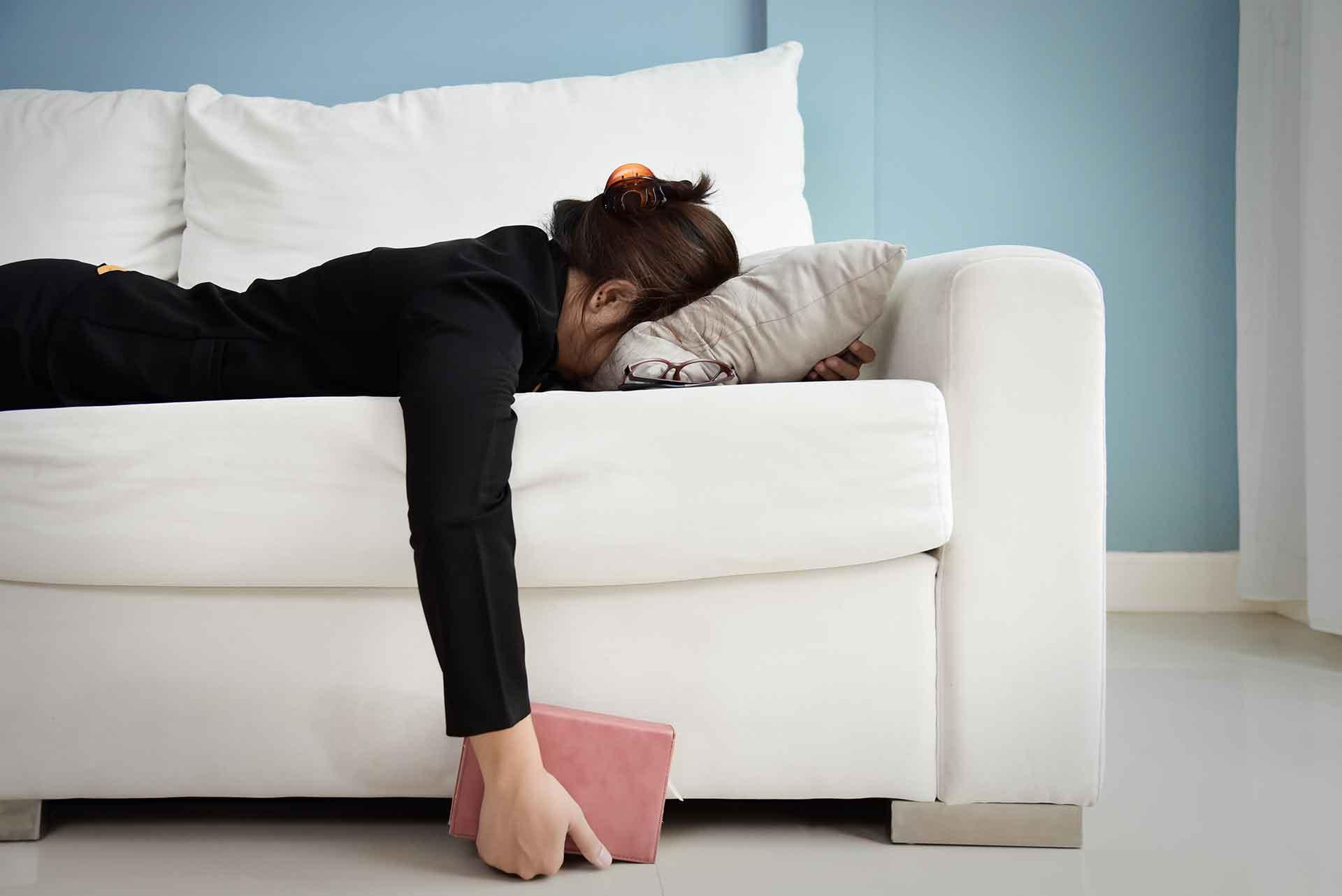 Kvinne med utmattelses- og tretthetsreaksjoner